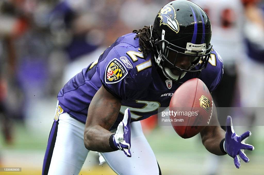 Corner back <a gi-track='captionPersonalityLinkClicked' href=/galleries/search?phrase=Lardarius+Webb&family=editorial&specificpeople=5735454 ng-click='$event.stopPropagation()'>Lardarius Webb</a> #21 of the Baltimore Ravens tries to pull in a punt against the Cincinnati Bengals at M&T Bank Stadium on November 20, 2011 in Baltimore, Maryland.