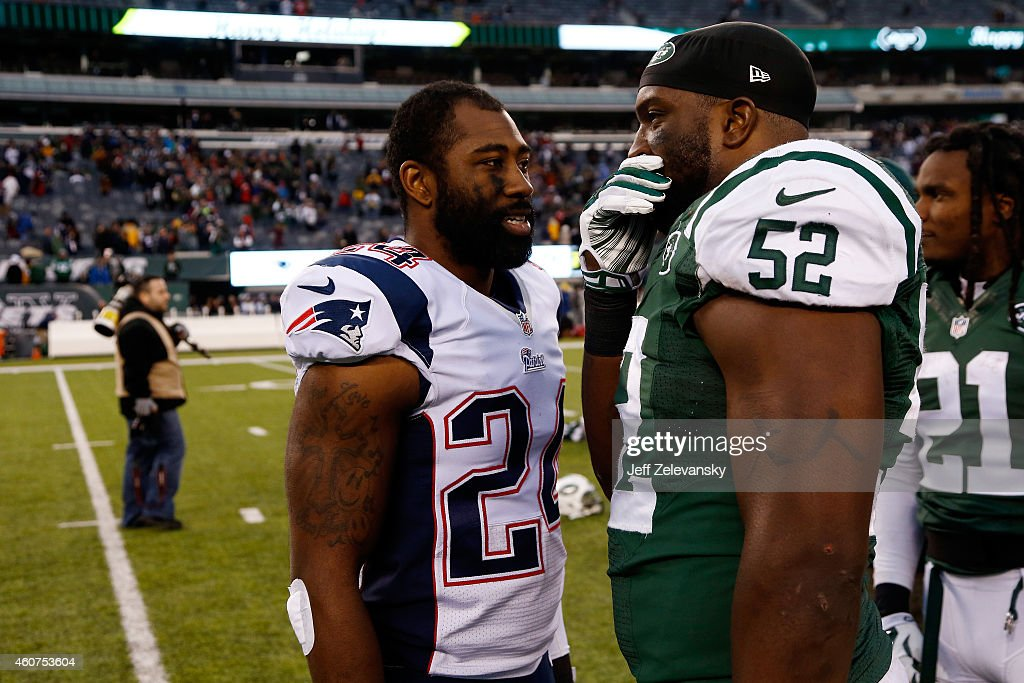 Cornerback Darrelle Revis #24 of the New England Patriots meets with inside linebacker David Harris #52 of the New York Jets following a game at MetLife Stadium on December 21, 2014 in East Rutherford, New Jersey.