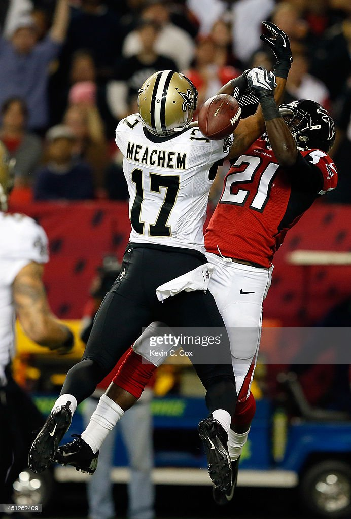 Cornerback <a gi-track='captionPersonalityLinkClicked' href=/galleries/search?phrase=Desmond+Trufant&family=editorial&specificpeople=6348548 ng-click='$event.stopPropagation()'>Desmond Trufant</a> #21 of the Atlanta Falcons breaks up a pass intended for wide receiver <a gi-track='captionPersonalityLinkClicked' href=/galleries/search?phrase=Robert+Meachem&family=editorial&specificpeople=2128641 ng-click='$event.stopPropagation()'>Robert Meachem</a> #17 of the New Orleans Saints during a game at the Georgia Dome on November 21, 2013 in Atlanta, Georgia.