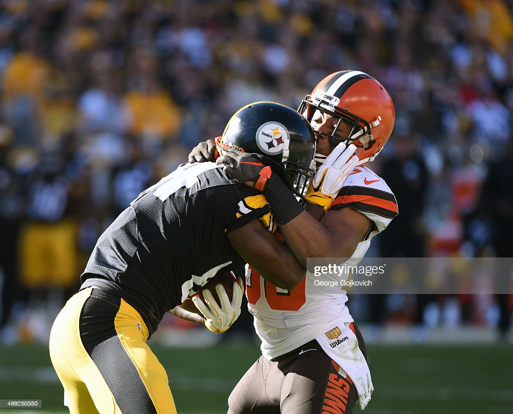 Cornerback <a gi-track='captionPersonalityLinkClicked' href=/galleries/search?phrase=K%27Waun+Williams&family=editorial&specificpeople=8222224 ng-click='$event.stopPropagation()'>K'Waun Williams</a> (R) of the Cleveland Browns tackles wide receiver <a gi-track='captionPersonalityLinkClicked' href=/galleries/search?phrase=Antonio+Brown+-+American+football-speler+-+Geboren+in+1988&family=editorial&specificpeople=9758914 ng-click='$event.stopPropagation()'>Antonio Brown</a> #84 of the Pittsburgh Steelers during a game at Heinz Field on November 15, 2015 in Pittsburgh, Pennsylvania. The Steelers defeated the Browns 30-9.