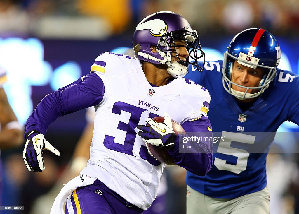 Cornerback <a gi-track='captionPersonalityLinkClicked' href=/galleries/search?phrase=Marcus+Sherels&family=editorial&specificpeople=5528028 ng-click='$event.stopPropagation()'>Marcus Sherels</a> #35 of the Minnesota Vikings returns a punt for a touchdown in the first quarter as punter <a gi-track='captionPersonalityLinkClicked' href=/galleries/search?phrase=Steve+Weatherford&family=editorial&specificpeople=980653 ng-click='$event.stopPropagation()'>Steve Weatherford</a> #5 of the New York Giants tries to make the tackle during a game at MetLife Stadium on October 21, 2013 in East Rutherford, New Jersey.