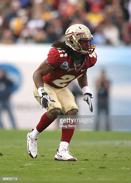 Cornerback Patrick Robinson of the Florida State Seminoles drops back into coverage against the West Virginia Mountaineers during the Konica Minolta...