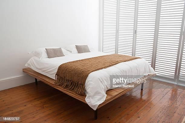 coronal of double bed