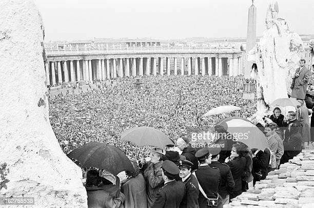 Coronation Of Pope John Xxiii Au Vatican le 4 novembre 1958 Cérémonies du couronnement du pape JEAN XXII à la Basilique SaintPierre de Rome Vue...