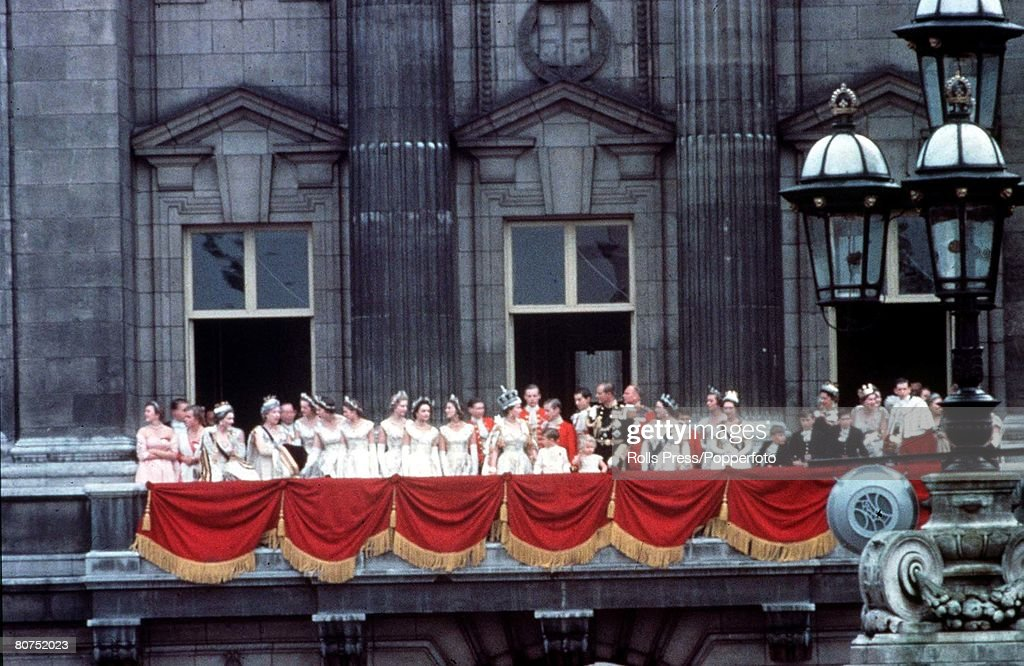A look back at queen elizabeth 39 s coronation getty images for Queen elizabeth balcony