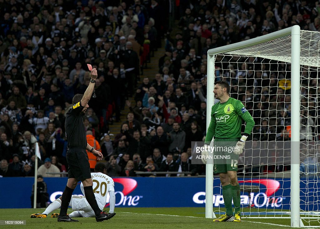 "*Correction - Referee Name* Referee Kevin Friend (L) shows a red card to Bradford City's English goalkeeper Matt Duke (R) for a foul on Swansea City's Canadian-born Dutch midfielder Jonathan de Guzman (2nd L) during the League Cup final football match between Bradford City and Swansea City at Wembley Stadium in London, England on February 24, 2013. AFP PHOTO/ADRIAN DENNIS USE. No use with unauthorized audio, video, data, fixture lists, club/league logos or ""live"" services. Online in-match use limited to 45 images, no video emulation. No use in betting, games or single club/league/player publications."