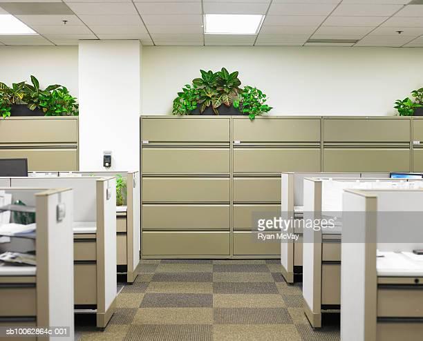 Corridor dividing cubicles