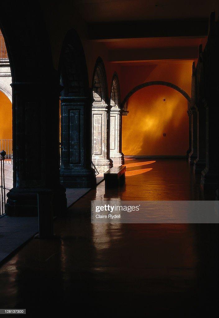 Corridor w/ yellow wall and columns, MEX : Stock Photo