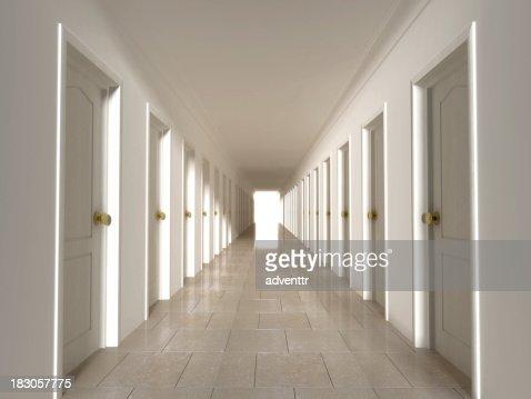 Korridor mit verschlossenen Türen