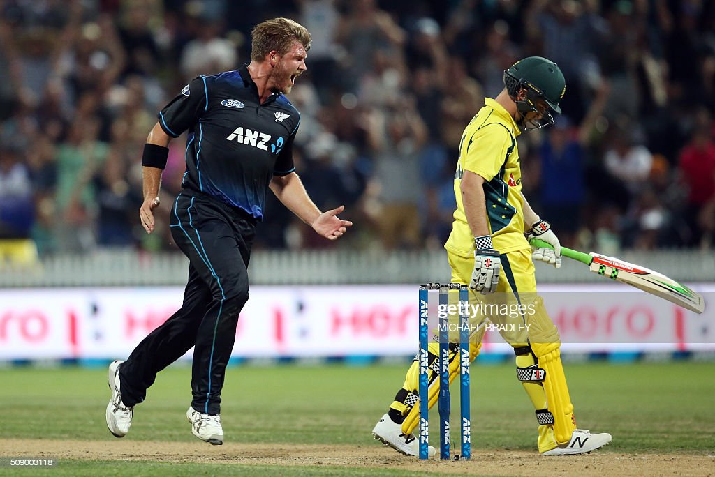Cory Anderson (L) of New Zealand celebrates the wicket of Adam Zampa (R) of Australia during the third one-day international cricket match between New Zealand and Australia at Seddon Park in Hamilton on February 8, 2016. AFP PHOTO / MICHAEL BRADLEY / AFP / MICHAEL BRADLEY