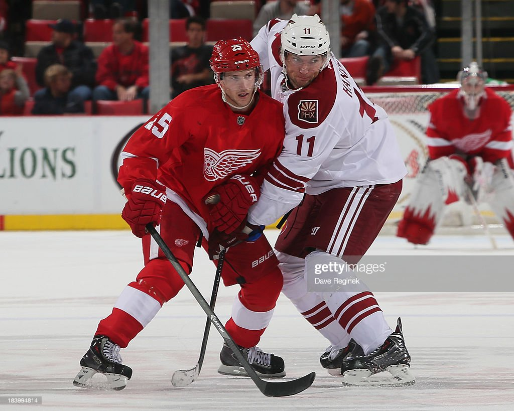 <a gi-track='captionPersonalityLinkClicked' href=/galleries/search?phrase=Cory+Emmerton&family=editorial&specificpeople=570505 ng-click='$event.stopPropagation()'>Cory Emmerton</a> #25 of the Detroit Red Wings battles for position with <a gi-track='captionPersonalityLinkClicked' href=/galleries/search?phrase=Martin+Hanzal&family=editorial&specificpeople=2109469 ng-click='$event.stopPropagation()'>Martin Hanzal</a> #11 of the Phoenix Coyotes during a NHL game at Joe Louis Arena on October 10, 2013 in Detroit, Michigan. The Coyotes won 4-2