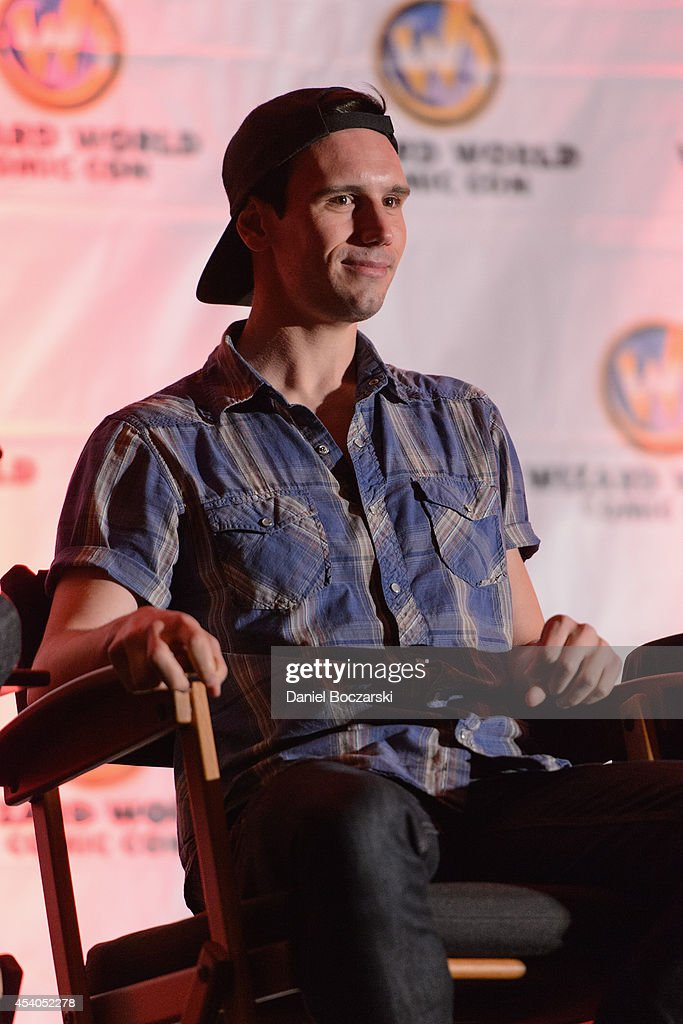 Cory Michael Smith attends Wizard World Chicago Comic Con 2014 at Donald E. Stephens Convention Center on August 23, 2014 in Chicago, Illinois.