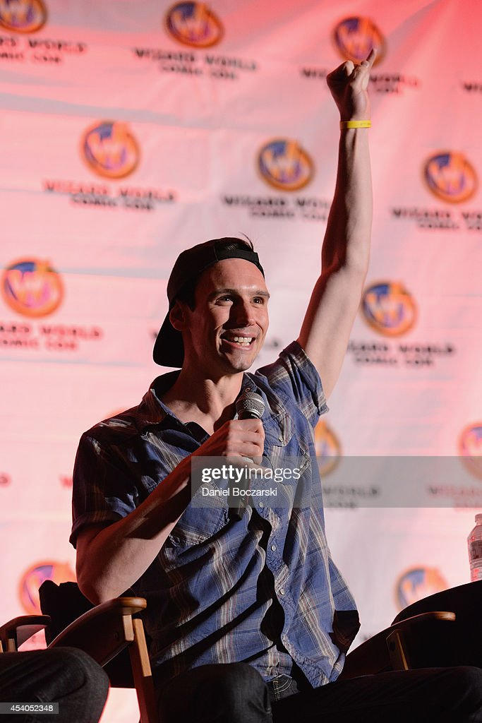 <a gi-track='captionPersonalityLinkClicked' href=/galleries/search?phrase=Cory+Michael+Smith&family=editorial&specificpeople=9403102 ng-click='$event.stopPropagation()'>Cory Michael Smith</a> attends Wizard World Chicago Comic Con 2014 at Donald E. Stephens Convention Center on August 23, 2014 in Chicago, Illinois.