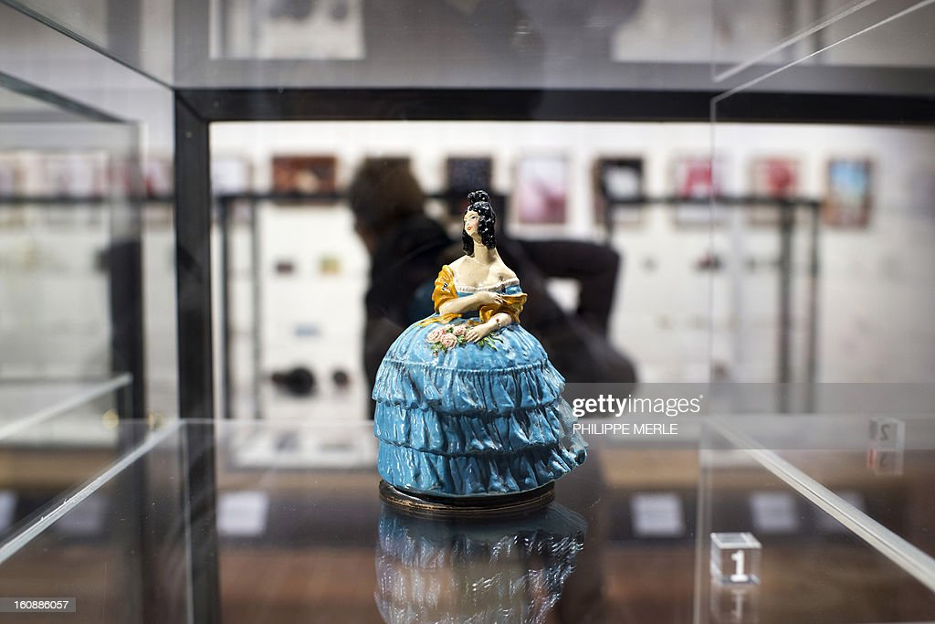 A cosmectics container is displayed on February 7, 2013 at the Gadagne Museum in the central french city of Lyon. After Hong Kong, Lyon opened on February 7 an exhibition of more than 200 rare pieces of beauty and makeup products: from 17th century boxes of beauty spots and whitening powders to sophisticated contemporary blush boxes, reflecting the evolution of women's makeup.