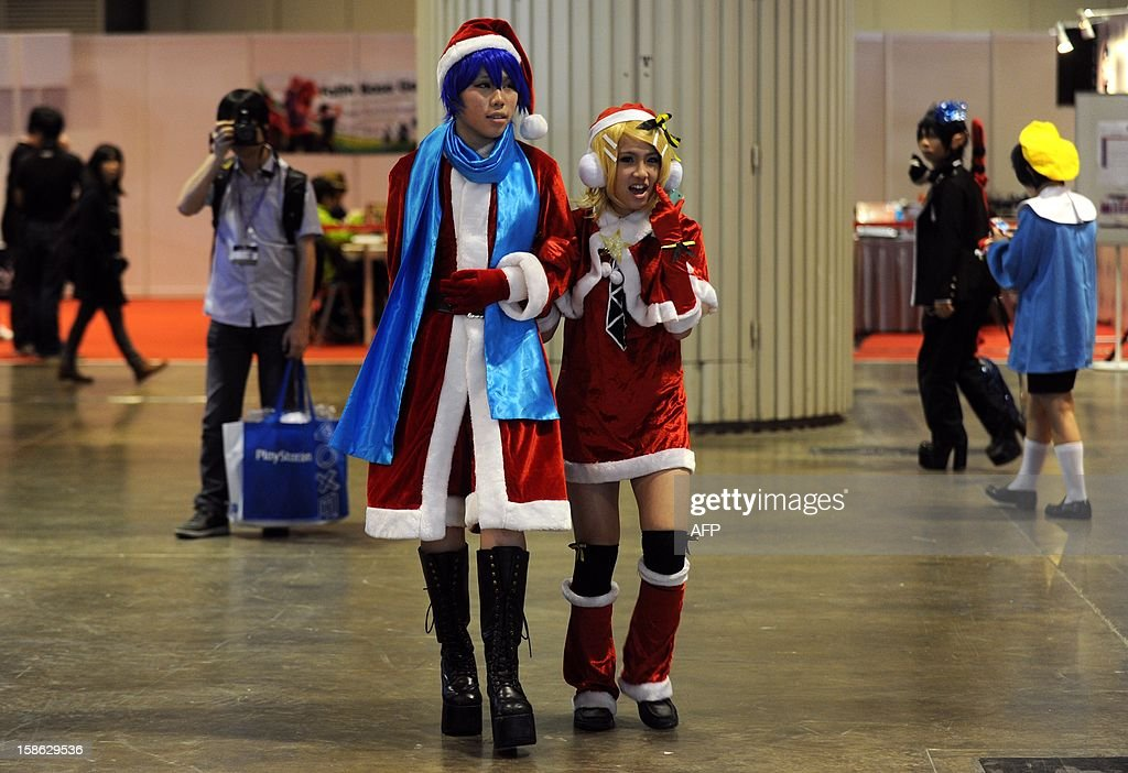Cosplay fans dressed in Santa Claus outfits ahead of Christmas as they attend the Asia Game Show (AGS) in Hong Kong on December 22, 2012. The AGS is highlighting products from the electronic gaming industry and runs from December 21 to 24. AFP PHOTO / Dale de la Rey