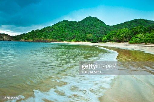 costa rica deserted beach