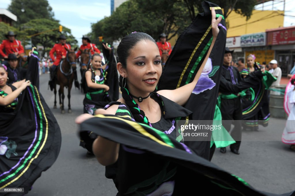 Costa Rican dancers perform during the closing event of the CowParade, organized by the city's municipality in San Jose, on August 4, 2008