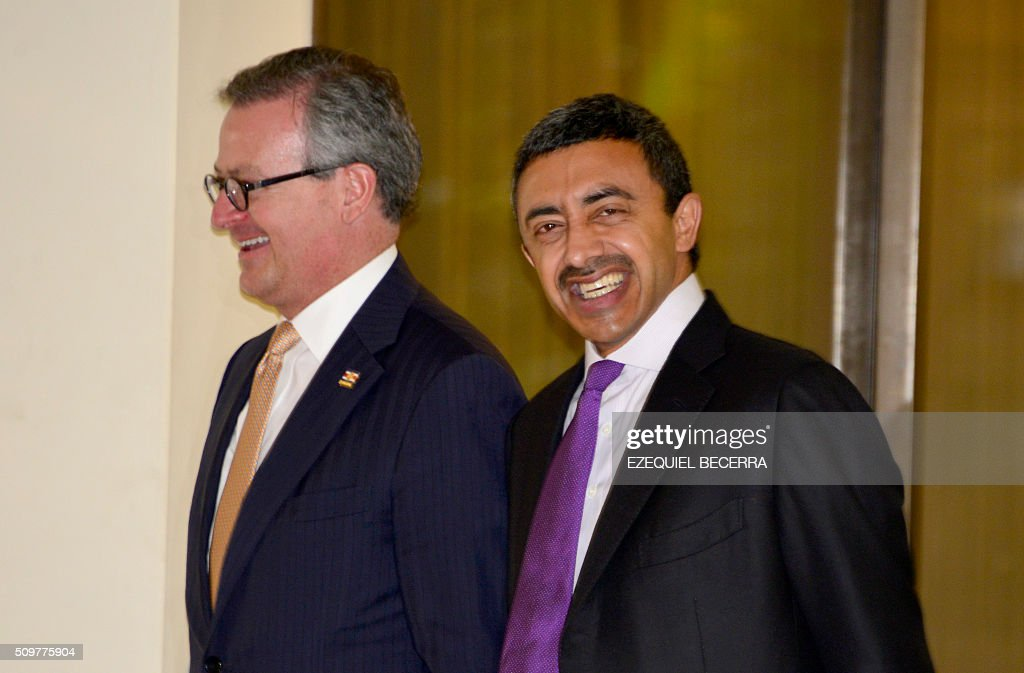 Costa Rican Foreign Minister Manuel Gonzalez (L) and his counterpart from the United Arab Emirates, Sheikh Abdallah bin Zayid Al Nuhayyan (R) are pictured before a meeting at the presidential palace in San Jose, on February 12, 2016. AFP PHOTO / EZEQUIEL BECERRA / AFP / EZEQUIEL BECERRA