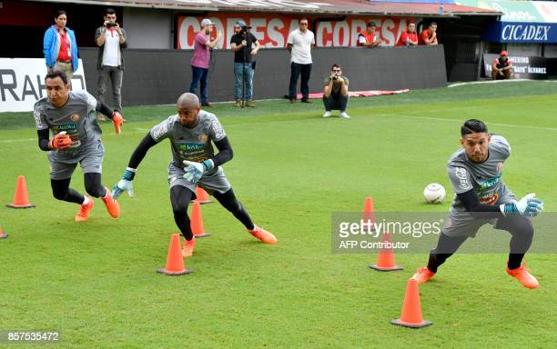 Costa Rican goalkeepers Patrick Pemberton Danny Carvajal and Keylor Navas take part in a training session at the Alejandro Morera Soto Stadium in...