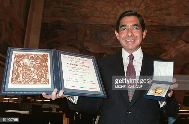 Costa Rican President Arias Sanchez shows his Nobel Peace prize medal and diploma 10 December 1987 at Oslo University's Great hall Arias is the 72nd...
