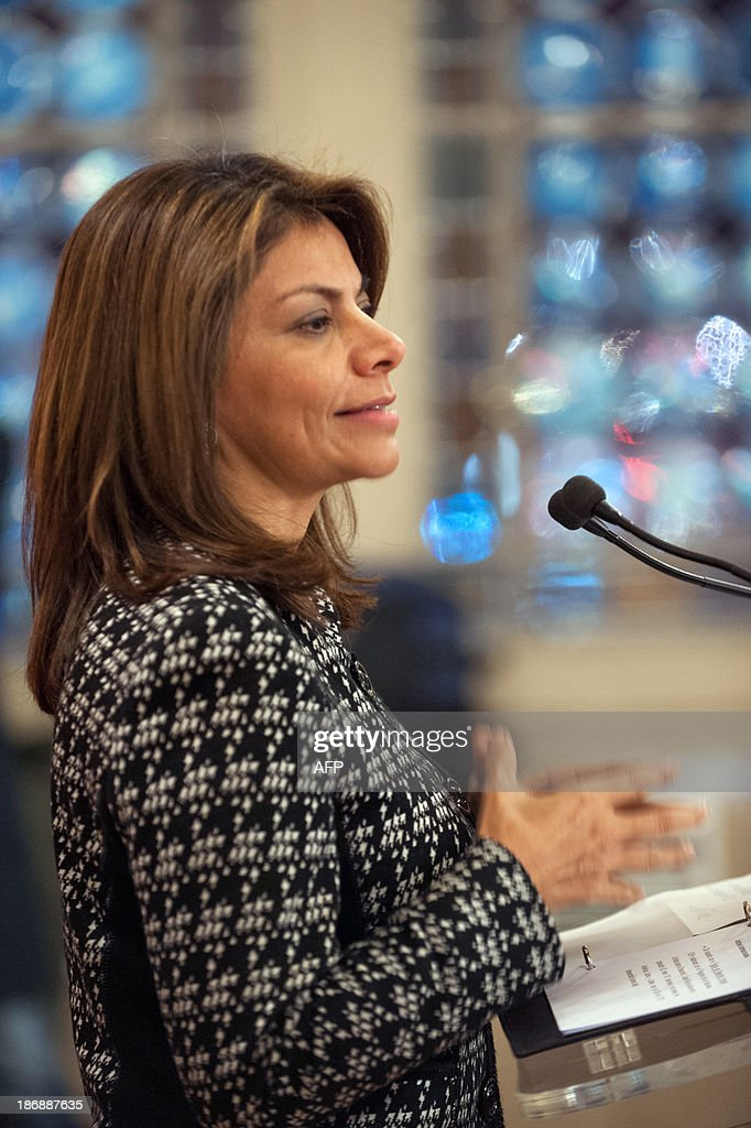Costa Rican President Laura Chinchilla adresses students on November 4, 2013 at the Euro-Latino American political science university campus in the central French town of Poitiers, as part of her official visit to France.
