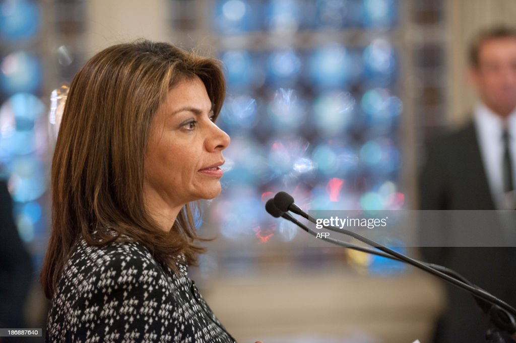 Costa Rican President Laura Chinchilla adresses students on November 4, 2013 at the Euro-Latino American political science university campus in the central French town of Poitiers, as part of her official visit to France. AFP PHOTO/GUILLAUME SOUVANT
