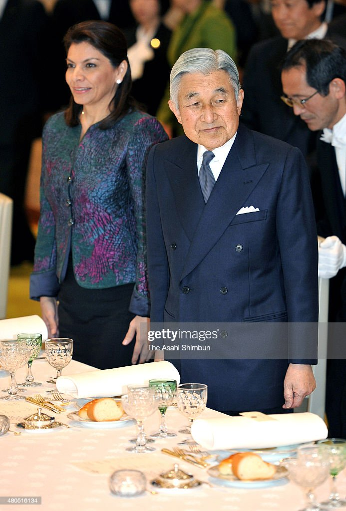 Costa Rican President Laura Chinchilla and Emperor Akihito are seen during the luncheon at the Imperial Palace on December 8 2011 in Tokyo Japan