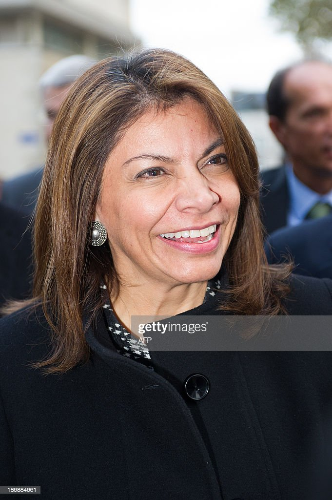 Costa Rican President Laura Chinchilla arrives on November 4, 2013 to meet students at the Euro-Latino American political science university campus in the central French town of Poitiers.