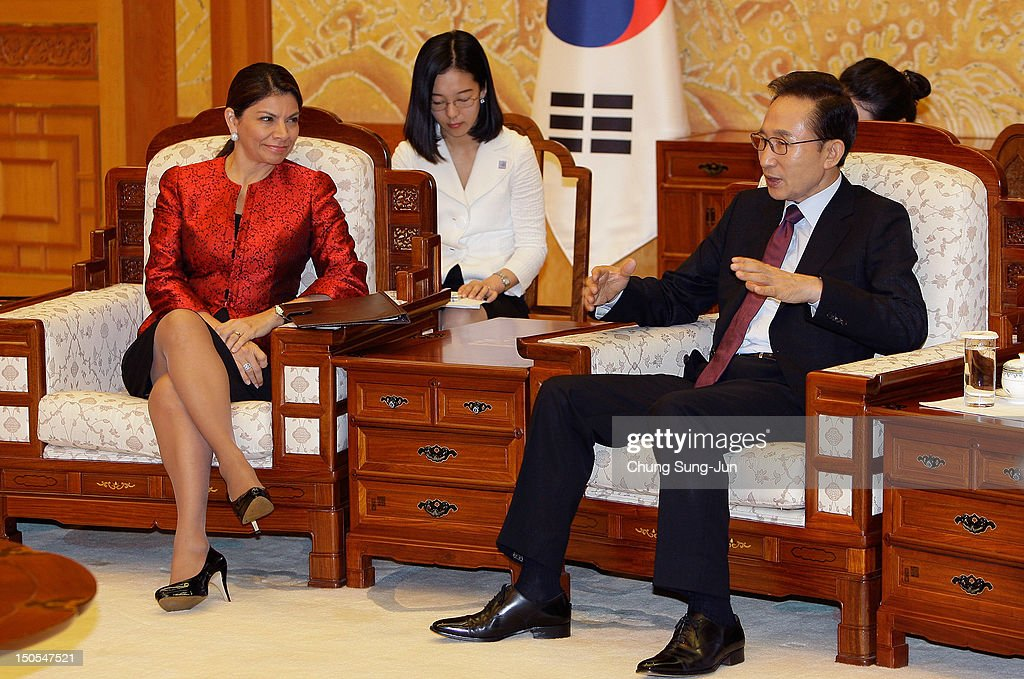 Costa Rican President Laura Chinchilla (L) talks with South Korean President Lee Myung-Bak (R) during their meeting at the presidential house on August 21, 2012 in Seoul, South Korea. Costa Rican President Laura Chinchilla is on the second leg of her Asia visit to promote trade and investment, following a six-day visit to China. She met with her South Korean counterpart to discuss economic exchanges and to strengthen bilateral relationships in trade, culture and diplomacy.