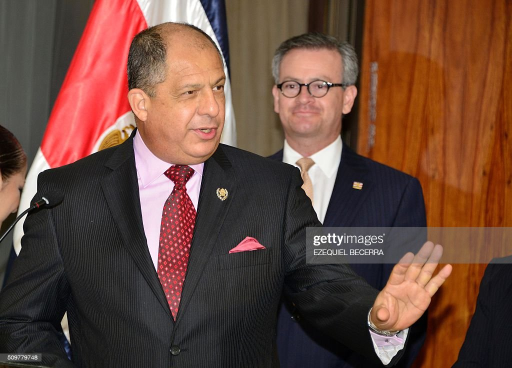 Costa Rican President Luis Guillermo Solis gestures during a joint press conference with United Arab Emirates' Foreign Minister, Sheikh Abdallah bin Zayid Al Nuhayyan, at the presidential palace in San Jose, on February 12, 2016. AFP PHOTO / EZEQUIEL BECERRA / AFP / EZEQUIEL BECERRA