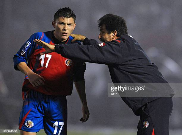 Costa Rican team coach Rene Simoes speaks to player Pablo Herrera during a FIFA World Cup South Africa 2010 qualifier football match against Uruguay...