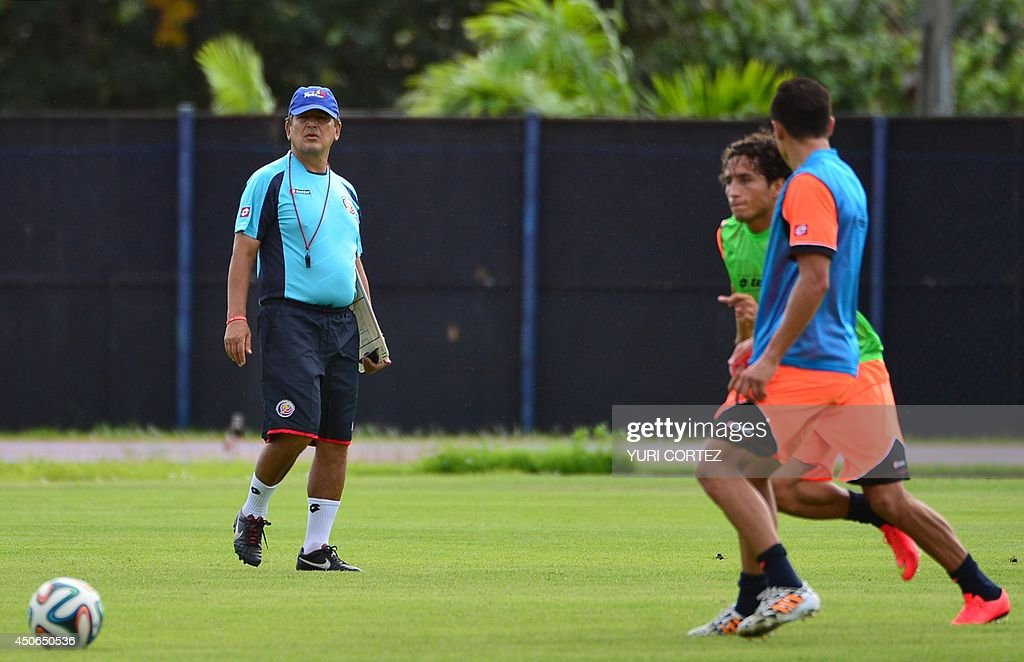 Costa Rica's Colombian coach <a gi-track='captionPersonalityLinkClicked' href=/galleries/search?phrase=Jorge+Luis+Pinto&family=editorial&specificpeople=2548389 ng-click='$event.stopPropagation()'>Jorge Luis Pinto</a> and forward <a gi-track='captionPersonalityLinkClicked' href=/galleries/search?phrase=Randall+Brenes&family=editorial&specificpeople=2275484 ng-click='$event.stopPropagation()'>Randall Brenes</a> (C) take part in a training session at the Fortaleza University stadium in Fortaleza on June 15, 2014, during the 2014 FIFA World Cup. AFP PHOTO / Yuri CORTEZ