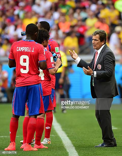 Costa Rica's Colombian coach Jorge Luis Pinto speaks to his players during a Group D match between Costa Rica and England at the Mineirao Stadium in...