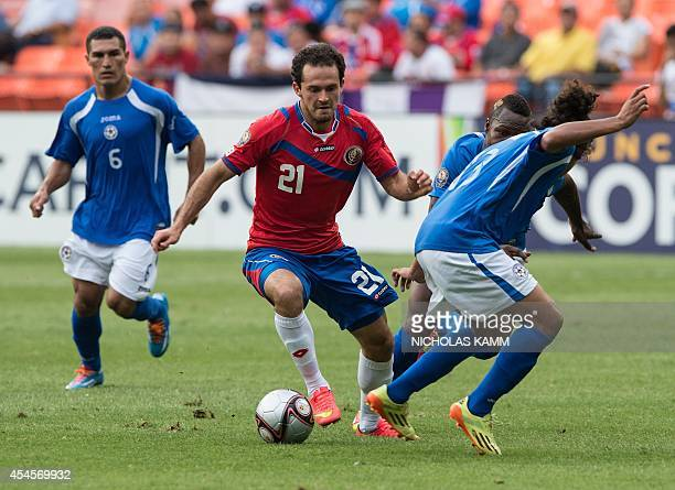 Costa Rica's Marco Urena vies with Nicaragua's Jason Casco and Luis Fernando Copete during a Central American Cup Tigo 2014 USA group match against...
