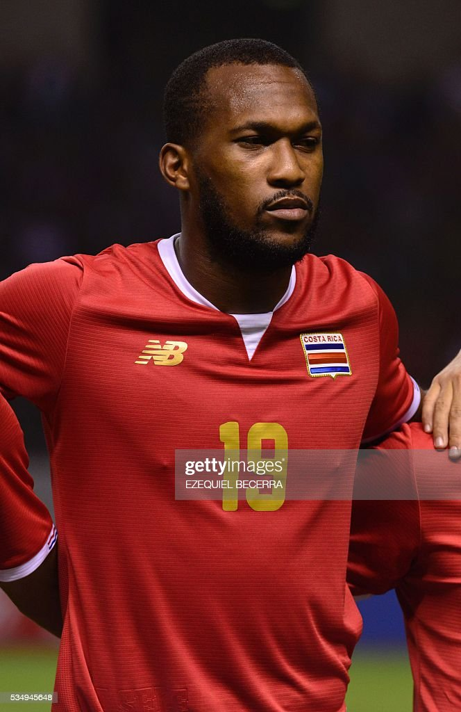 Costa Rica's player Kendall Waston poses for pictures before the start of a friendly match against Venezuela, at the National Stadium in San Jose on May 27, 2016. / AFP / Ezequiel Becerra