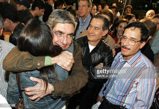 Costa Rica's president Oscar Arias holds a supporter 07 October 2007 at the Presidencial House in San Jose after listening to the first results of...