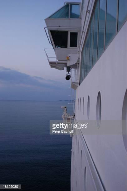 MS 'Costa Victoria' im Hafen von Rhodos Rhodos Griechenland Europa Kreuzfahrt Kreuzfahrtschiff Bullauge Fenster Schiff Boot Reise