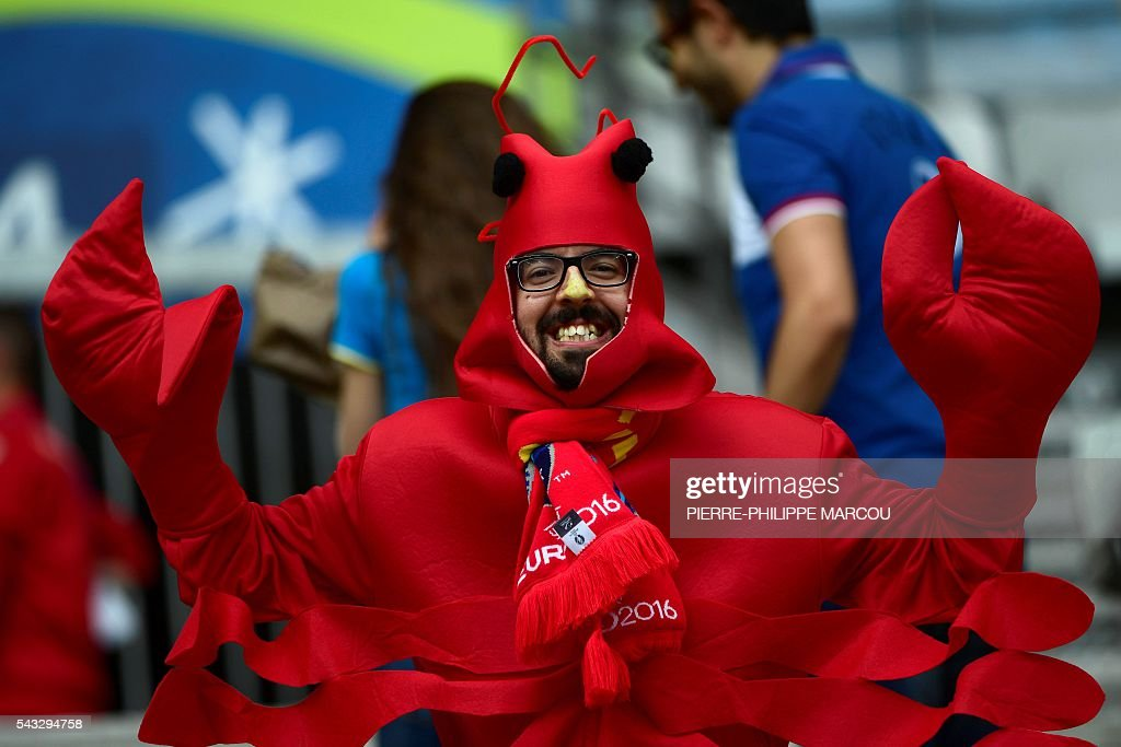 A costumed Spain supporter poses ahead the Euro 2016 round of 16 football match between Italy and Spain at the Stade de France stadium in Saint-Denis, near Paris, on June 27, 2016. / AFP / PIERRE