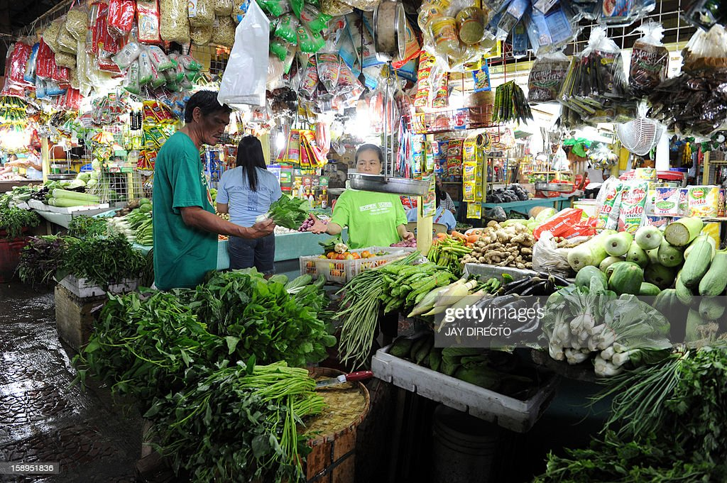 A costumer buys vegetables at a market in Manila on January 4, 2013. The Philippines' inflation rate fell to a five-year low last year, the government said Friday, helping efforts to hold down interest rates and boost economic growth. Consumer prices expanded by 3.2 percent for the entire 2012, substantially lower than the 4.6 percent recorded in 2011, the National Statistics Office said.