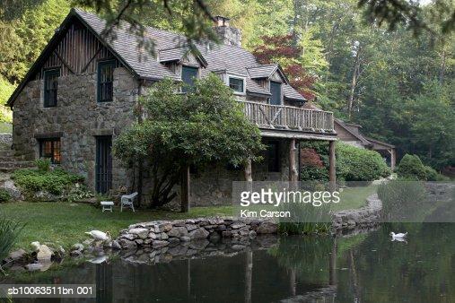 Cottage house on edge of lake : Stock Photo