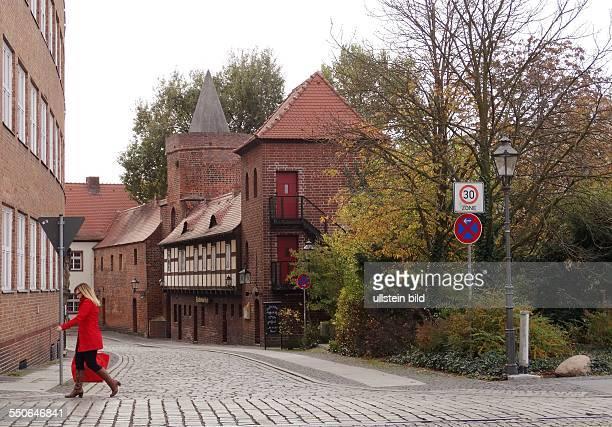 Cottbus Denkmale der Zeiten praegen das Stadtbild praechtige Buergerhaeuser und barocke Giebelfassaden Cottbus das Tor zum Spreewald und dem...