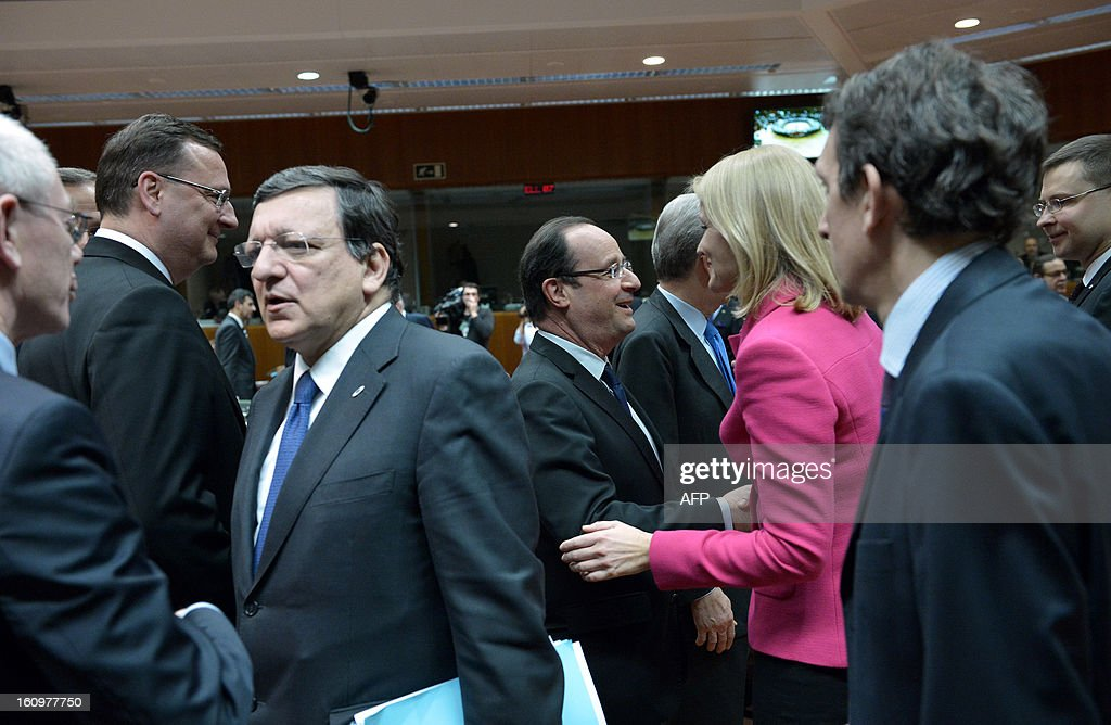 EU Council president Herman Van Rompuy, Czech Prime Minister Petr Necas, European Commission President Jose Manuel Barroso, French President Francois Hollande and Danish Prime Minister Helle Thorning-Schmidt chat during a roundtable meeting at the EU Headquarters on February 7, 2013 in Brussels, on the first day of a two-day European Union leaders summit. European Union leaders head into a fresh clash over the EU's budget with the only certainty being that proposals for several years will be cut back.