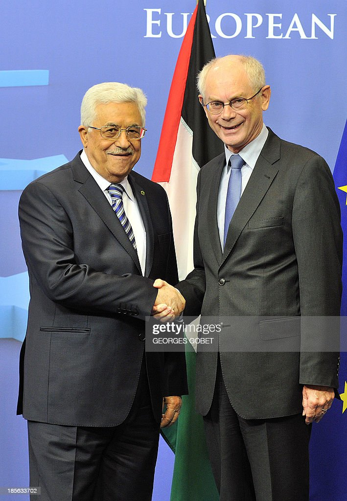 EU Council president Herman Van Rompuy (R) shakes hand with Palestinian President Mahmud Abbas (L) on October 23, 2013 for a working session at the EU Headquarters in Brussels. AFP PHOTO / GEORGES GOBET