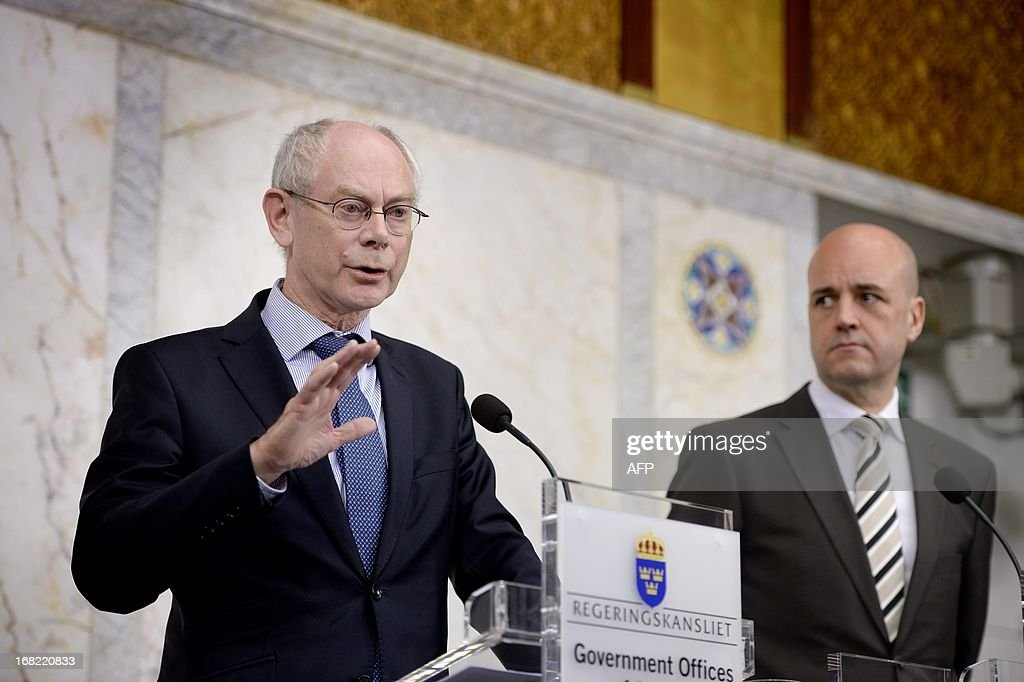EU Council President Herman Van Rompuy (L) speaks during a press conference at Rosenbad in Stockholm, on May 7, 2013, as he met with Sweden's Prime minister Fredrik Reinfeldt (R). AFP PHOTO / SCANPIX SWEDEN / JESSICA GOW +++ SWEDEN OUT
