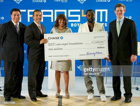 Councilman Jose Huizar Los Angeles Mayor Antonio Villaraigosa Kimberly B Davis william and Ryan McInerney pose with the check from Chase Bank to...