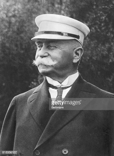 a biography of ferdinand von zeppelin Count ferdinand von zeppelin (1838–1917) was a german general and the inventor of the rigid airship, or dirigible balloon he joined the prussian army in.