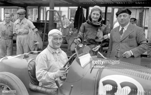 Count Stanislas Czakowski before leaving the pits in his Bugatti at Brooklands The Countess is also seen