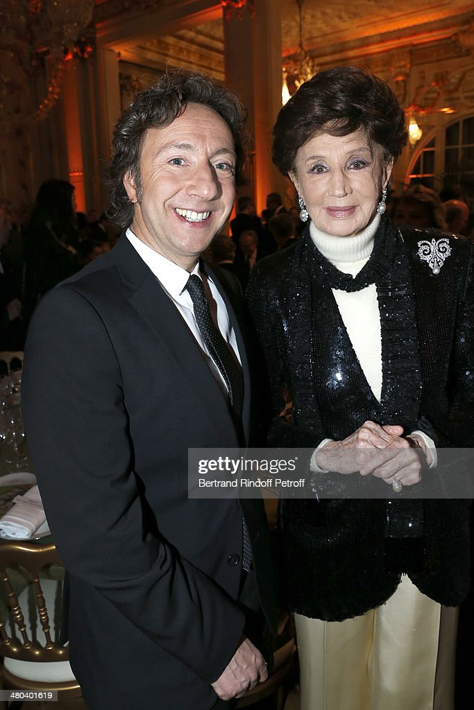 Countess Jacqueline de Ribes (R) and author and journalist <a gi-track='captionPersonalityLinkClicked' href=/galleries/search?phrase=Stephane+Bern&family=editorial&specificpeople=2143398 ng-click='$event.stopPropagation()'>Stephane Bern</a> attend the dinner party of the Societe Des Amis Du Musee D'Orsay (The Friends of Orsay Museum Society) at Musee d'Orsay on March 24, 2014 in Paris, France.