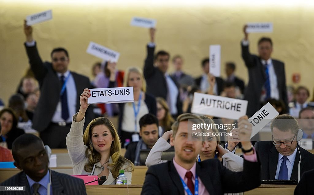 Country delegates raise placards requesting the floor for their delegation after the report of the United Nations Independent Commission of Inquiry (CoI) on Syria on June 4, 2013 before the UN Human Rights Council Geneva. UN investigators said on June 4 they had 'reasonable grounds' to believe chemical weapons have been used by both sides in Syria, and warned that crimes against humanity are now occurring daily in the war-torn country. AFP PHOTO / FABRICE COFFRINI
