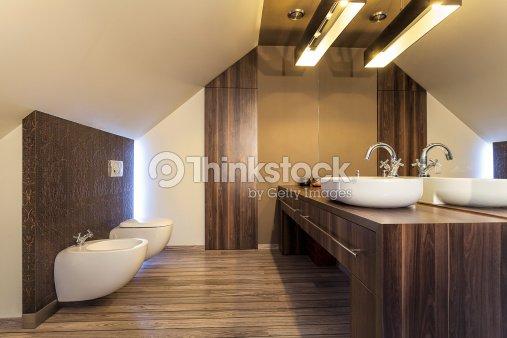Bagni Per Case Di Campagna : Casa di campagna in legno bagno foto stock thinkstock